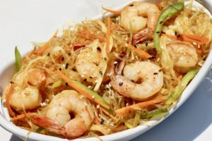 Sesame Rice Noodles with Shrimp it's the perfect weeknight dinner. You only need one-pot and it's cooked in 15 minutes.